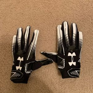 NWOT Under Armour Football Gloves